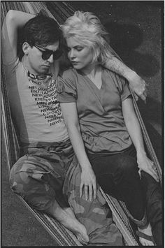 Chris Stein and Debbie Harry photographed by Lynn Goldsmith - 1978 Lynn Goldsmith, Chris Stein, Nostalgia, T Shirt Picture, Blondie Debbie Harry, Led Zeppelin, New Wave, Blondies, Rock N Roll