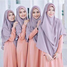 Aren't they lovely? Simple yet mesmerizing bridesmaid uniform ideas!   @bymawaddahizzati