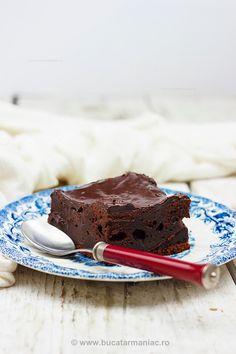 Chec rapid cu ciocolata | Bucatar Maniac My Recipes, Cake Recipes, Healthy Recipes, Healthy Food, No Cook Desserts, Something Sweet, Sweet Tooth, Sweet Treats, Good Food