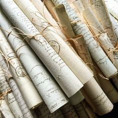bea old letters Slytherin Aesthetic, Harry Potter Aesthetic, Book Aesthetic, Character Aesthetic, Aesthetic Pictures, Aesthetic Letters, Pantheon Lol, Different Aesthetics, Princess Aesthetic