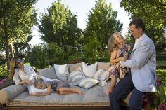 Julio de 2012. Los Príncipes de Asturias posan con sus hijas, las infantas Sofía y Leonor, en La Zarzuela.