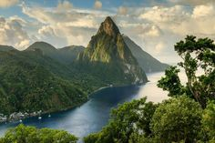 Santa Lucia island, in the Caribbean Merida, Lonely Planet, Beautiful Islands, Beautiful Places, Iles Grenadines, St. Lucia, Best Island Vacation, Honeymoon Spots, Guilin