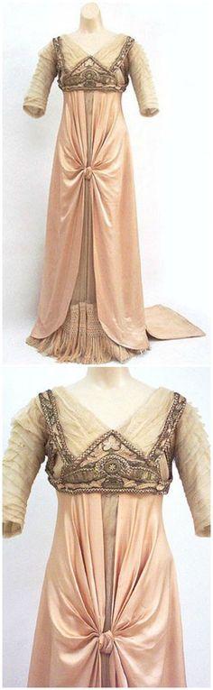 La Ferriere evening dress, c. 1912, Vintage Textile. See: https://www.facebook.com/388978794490710/photos/a.419872058068050.103077.388978794490710/419879418067314/?type=3&theater