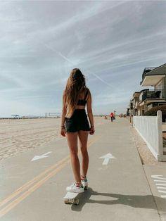 Skateboard Photos, Skateboard Girl, Penny Skateboard, Surfergirl Style, Style Surfer, Look Skater, Poses Photo, Skater Girl Outfits, Skater Girl Style