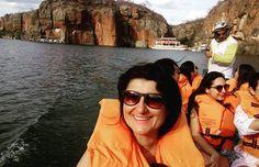 Rumo as fendas dos cânions do São Francisco: Sorriso no rosto, ❤ na guela e aquele medinho... Afinal de contas estar dentro de uma canoa, e embaixo uns 200m de água... 😰😥😒😂😂 #carnaval2017 #riosaofrancisco #velhochico #alagoas #nordeste #sergipe #nordestegram #nordestebrasileiro #meusroteirosdeviagem #mtur #dicadeturista #phototravel #viajante #travelgram #carnavalnomato #naturezalinda  #viajarétudodebom #trip #travelling #vidademochila #vcmochilando #travel #traveler #travels…