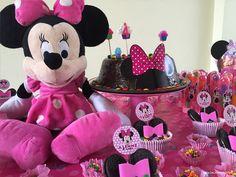 Eu AMO fazer aniversário, mas daí nasceu a Alinne que ganha de mim, com certeza. No dia seguinte do seu aniversário ela já fica ansiosa para a próxima festa e já escolhe o tema, rs...