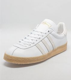 adidas Topanga - size? exlusive adidas Originals presents this size? exclusive Topanga taking inspiration from the Adidas Florida OG. The shoe is presented in a white leather upper with suede three stripe branding to the side walls. The shoe is sat on a gum midsole with textured foxing and is finished with a cream suede heel panel, branding to the tongue plus tonal white flat laces.