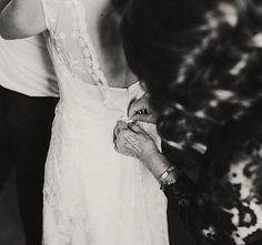 Nervios a flor de piel... Hay momentos en que sobran las palabras. 💖💒 #lavetis #lavetisnovias #vestidosdenovia #weddingdresses #atelier #barcelona #handmade #hautecouture #altacostura #catalunya #brides #noviasdiferentes #love #style #zoom