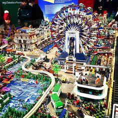 #legocity #latergram : la ruota panoramica che girava davvero ! . . . #legoarchitecture #legominifigures #lego #legostagram #legophotography #legotoys #ig_italia #igersitalia #igersitaly #ig_italy #ig_europe #igerslazio #ig_lazio #ig_roma #igersroma #latergramsfordays #thisisitaly #ingiroperoma #toystagram #costruzioni #construction #bricks #brickstagram #neverstopexploring #agameoftones #colorful @lego