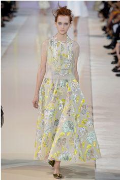 Boutique - 美人への道はシルエットから! 女度アップな魅惑のフレアスカート10選。