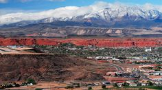 Think I need to move to St George Utah.  I could use those extra sunny days every year. Love love love this view!