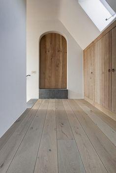 Nobel Flooring - Verouderde en gebleekte eikenvloer in mooie B - Lilly is Love Flooring, Home Interior Design, House Design, House Styles, Interior Design, House Interior, Interior, House Flooring, French Oak Flooring
