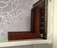 Porta livros em madeira de Macacaúba