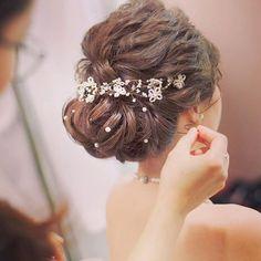 挙式ヘア Debs Hairstyles, Unique Wedding Hairstyles, Bridal Updo, Wedding Updo, Hair Arrange, Bridal Makeup Looks, Hair Decorations, Love Hair, Hair Inspiration