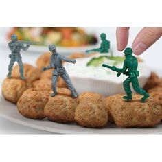 Food Fighters Party Picks, 6 grey and 6 green army men