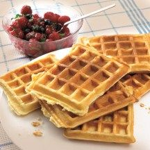 Dutch recipe for lemon-yoghurt waffles with berries Dutch Recipes, Sweet Recipes, Baking Recipes, My Dessert, Eat Dessert First, Healthy Sweets, Healthy Baking, Dessert Weight Watchers, Belgian Food