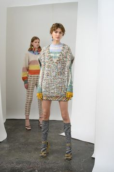 Missoni Pre-Fall 2019 Fashion Show Missoni Pre-Fall 2019 Collection - Vogue Fashion Moda, Knit Fashion, Trendy Fashion, Runway Fashion, Womens Fashion, Fashion Trends, Fashion Design, Missoni, Vogue