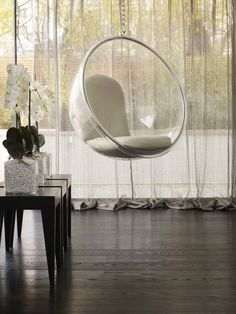 Bubble chair obsession, design: Kelly Hoppen
