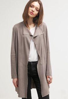 Dieser Mantel bringt dich elegant durch den Tag. Oakwood Lederjacke - grey für 549,95 € (06.04.16) versandkostenfrei bei Zalando bestellen.