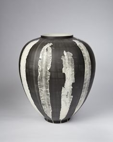 Silverware vases | * Glithero * Using seaweed foraged from the English channel, the specimens are carefully prepared and then delicately composed upon the surface of the photo-sensitive porcelain.
