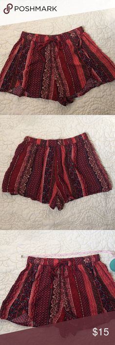 """Small Hollister Cotton Shorts Like new Size Small Hollister cotton shorts. 12.5"""" Elastic waist. 11.5"""" long. Overlapping front detail. Can't go wrong with these, cute and comfy! Hollister Shorts"""
