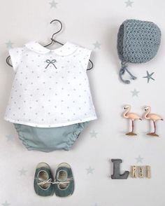 Adoramos los conjuntos de @garabatosinfantil Beautiful🌹🌹❤️❤️•••Si te gusta déjanos un comentario, nos importa!! Gracias!! #modaespañola… Baby Girl Dress Patterns, Little Girl Dresses, Baby Kind, My Baby Girl, Baby Girl Fashion, Kids Fashion, Baby Sewing, Doll Clothes, Kids Outfits