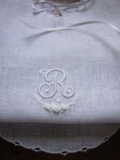 Hand Embroidery Elisabetta ricami a mano: Corredini nascita e Battesimo