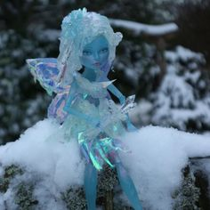 """Gefällt 2 Mal, 1 Kommentare - Julia Geraldine Kempen (@magic_by_mie) auf Instagram: """"My last Doll, the Winter Fairy. You'll find more Pictures of her and many other Dolls on my Website."""""""