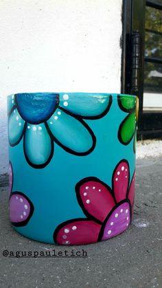 Flower Pot Art, Flower Pot Design, Flower Pot Crafts, Clay Pot Crafts, Diy And Crafts, Painted Plant Pots, Painted Flower Pots, Bottle Art, Bottle Crafts
