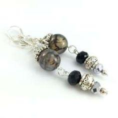 Kolczyki z czarno beżowym agatem smoczym i kryształami.