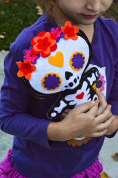 Aesthetic Nest: Craft: Day of the Dead Doll (Free Pattern) - V's favorite 6 Dulceros Halloween, Vintage Halloween, Vintage Witch, Halloween Makeup, Halloween Costumes, Day Of The Dead Party, Day Of The Dead Diy, Sewing Crafts, Sewing Projects