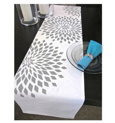 zinnia table runner