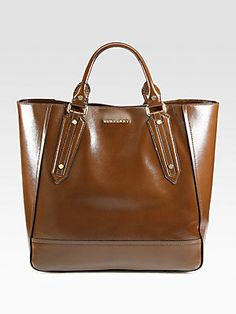 Burberry's Somerford Large Tote is so luxe!  #burberry