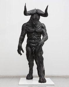 Animais, humanos e mutantes nas esculturas de pneus reciclados de Yong Ho Ji