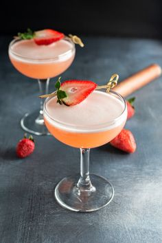 The strawberry cucumber tequila martini is a tequila cocktail made with elderflower liqueur and fresh muddled strawberries and cucumber. Strawberry Tequila, Strawberry Cocktails, Martini Recipes, Cocktail Recipes, Margarita Recipes, Brunch Recipes, Drink Recipes, Craft Cocktails, Summer Cocktails
