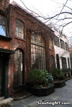 Sniffen Court, East 36th Street