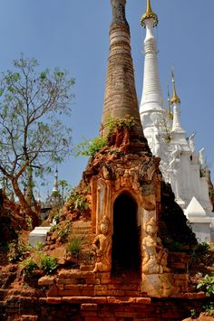 Myanmar > Nyaung Ohak – the surreal jungle-village of crumbling temples