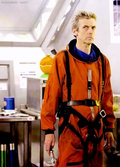 I love how that suit has been passed down from the last two Doctors :)<<< Rose did tell him to return it in one piece.