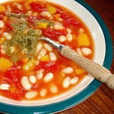 De Kooktips - Witte bonensoep met tomaat, paprika en pesto