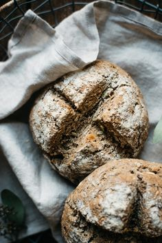 Gluten-Free artisan bread in 5 minutes a day: seeded 100% whole grain gf bread //Dolly and Oatmeal