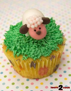 Google Image Result for http://www.pikkoshouse.com/wp-content/uploads/2011/04/110423-Sheep-Cupcake.jpg