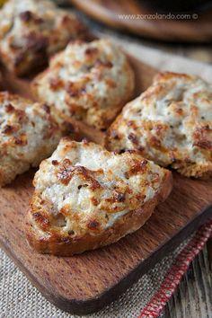 Crostini con salsiccia e stracchino ricetta tipica toscana antipasto - starter sausage and cheese crostini bread typical tuscan recipe