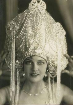 Olga Baclanova and her awesome headdress
