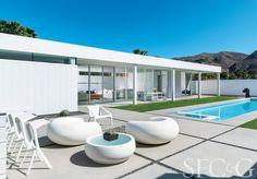 Inside a Mod Palm Springs Getaway via @cottagesgardens