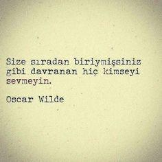 Size sıradan biriymişsiniz gibi davranan hiç kimseyi sevmeyin. - Oscar Wilde…