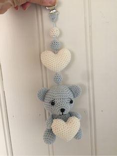 StrikkeogHekleLise – Strikket lue med flettebord og oppskrift Knit Crochet, Baby Boy, Knitting, Design, Accessories, Tricot, Breien, Ganchillo, Stricken
