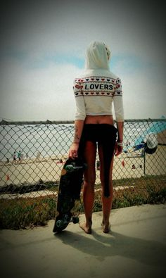 skateboard girl with style - SUMMER style Bmx Girl, Skate Girl, Skates, Surf Check, Skater Girl Outfits, Skate Style, Skateboard Girl, Surf Girls, Wakeboarding