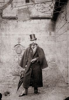Retrato de Santiago Rusiñol. Paris. 1890 /  Rusiñol en el patio de la casa alquilada en el 14 bis de la Rue de l´Orient,  Montmartre, Paris. 1890