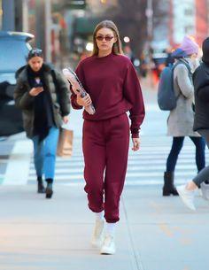 Gigi Hadid steps out in a burgundy sweatshirt and Reebok Sneaker Gigi Hadid Looks, Gigi Hadid Style, Look Fashion, Korean Fashion, Fashion Outfits, Winter Fashion, Sporty Outfits, Classy Outfits, Gigi Hadid Outfits