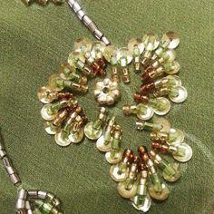 4 отметок «Нравится», 1 комментариев — beadsjahitbeadingmanik (@debeadscollection) в Instagram: «Morning beaders!! Manik, sequins and a piece of classical beads for my customers' kaftan …»